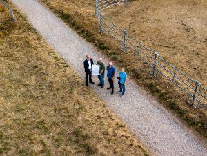 Klaus-Peter Unsel, Ralph-Erich Hildebrandt, Arno Jansen und Andrea Jansen mit der Plan-Skizze vor Ort.
